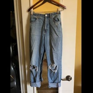 AE Mom Jeans size 6